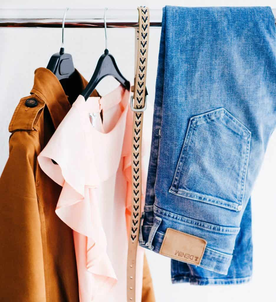 Organizing a tiny closest. Hacks for a tiny closet.