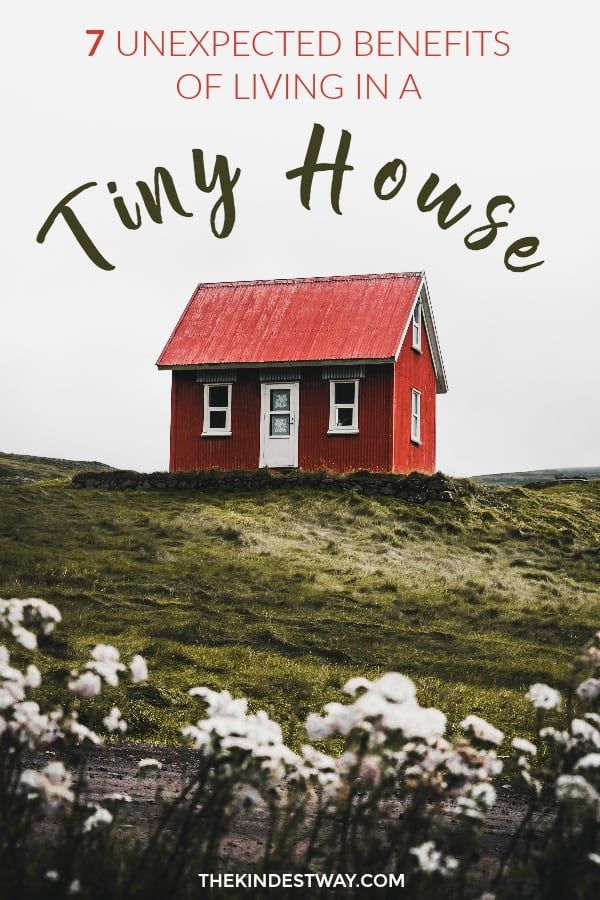 Have you thought of making the move into a minimalist tiny house? Here's 7 benefits of living in a tiny home that you may not have thought of already. Read on to find our tiny house ideas for better living! #minimalism #tinyhouse #tinyhome #minimalist #livingsmall