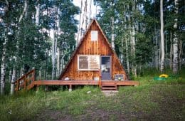Benefits of living in a minimalist tiny house.